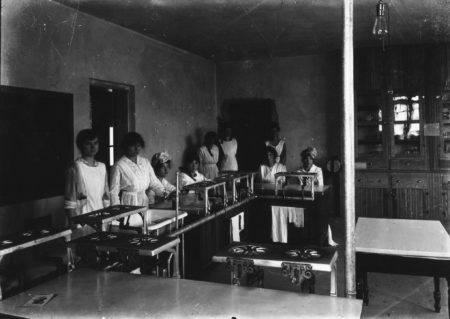 photo of Unidentified Women in the Old Sem Laboratory