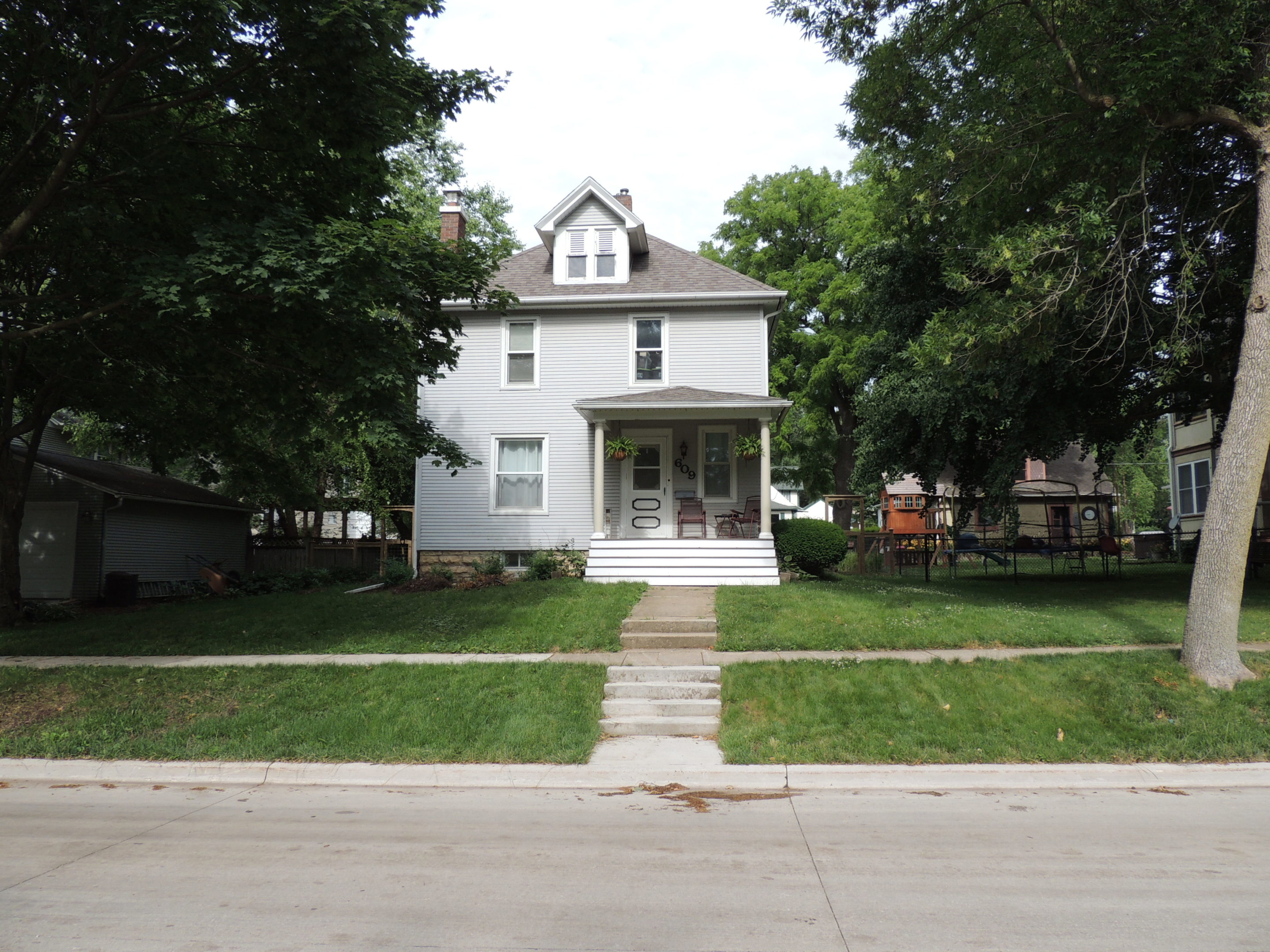 Photo of house at 609 5th Avenue