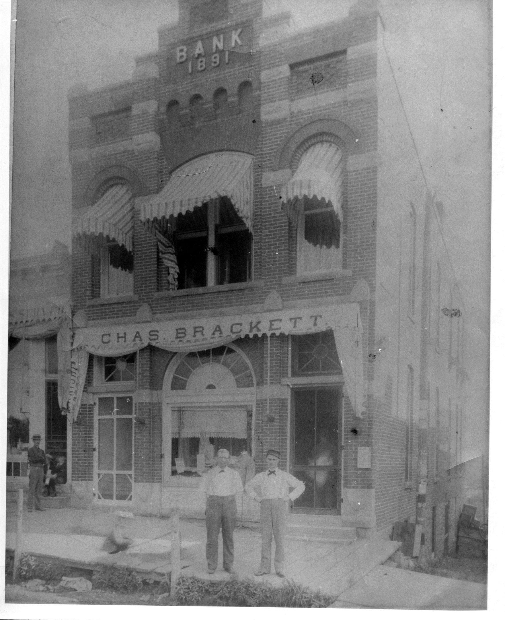 photo of Bank-Bracket Building