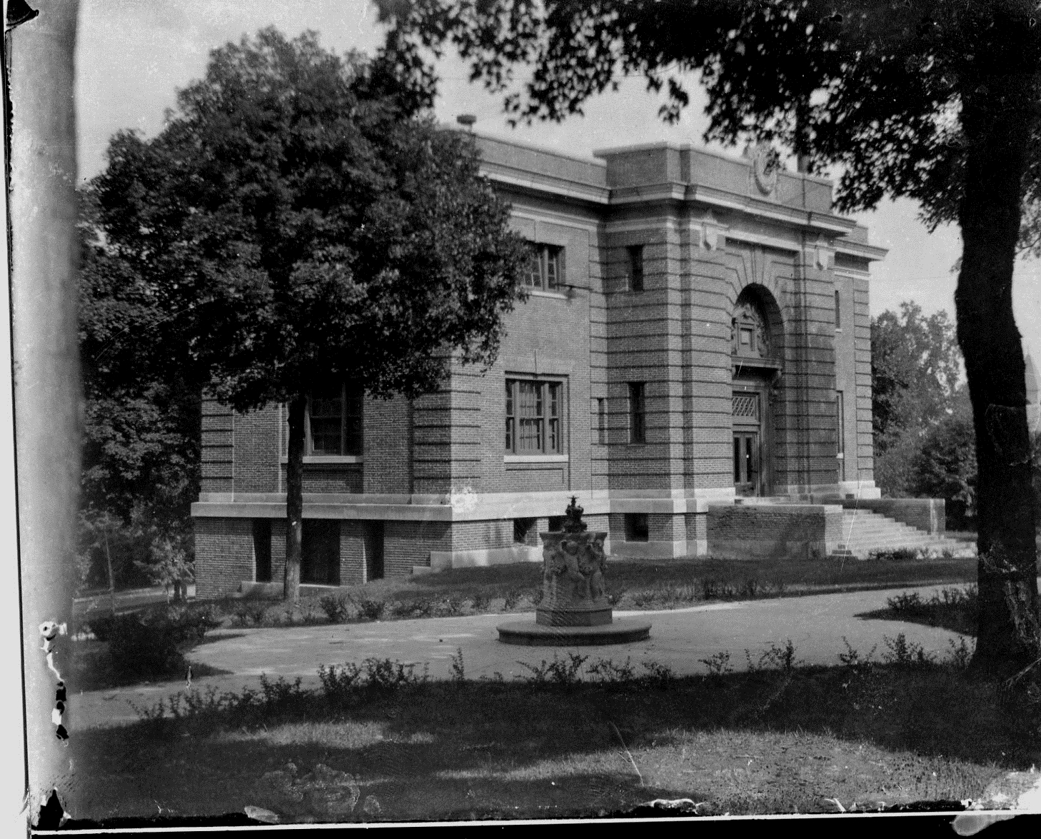 photo of Carnegie Library-1915
