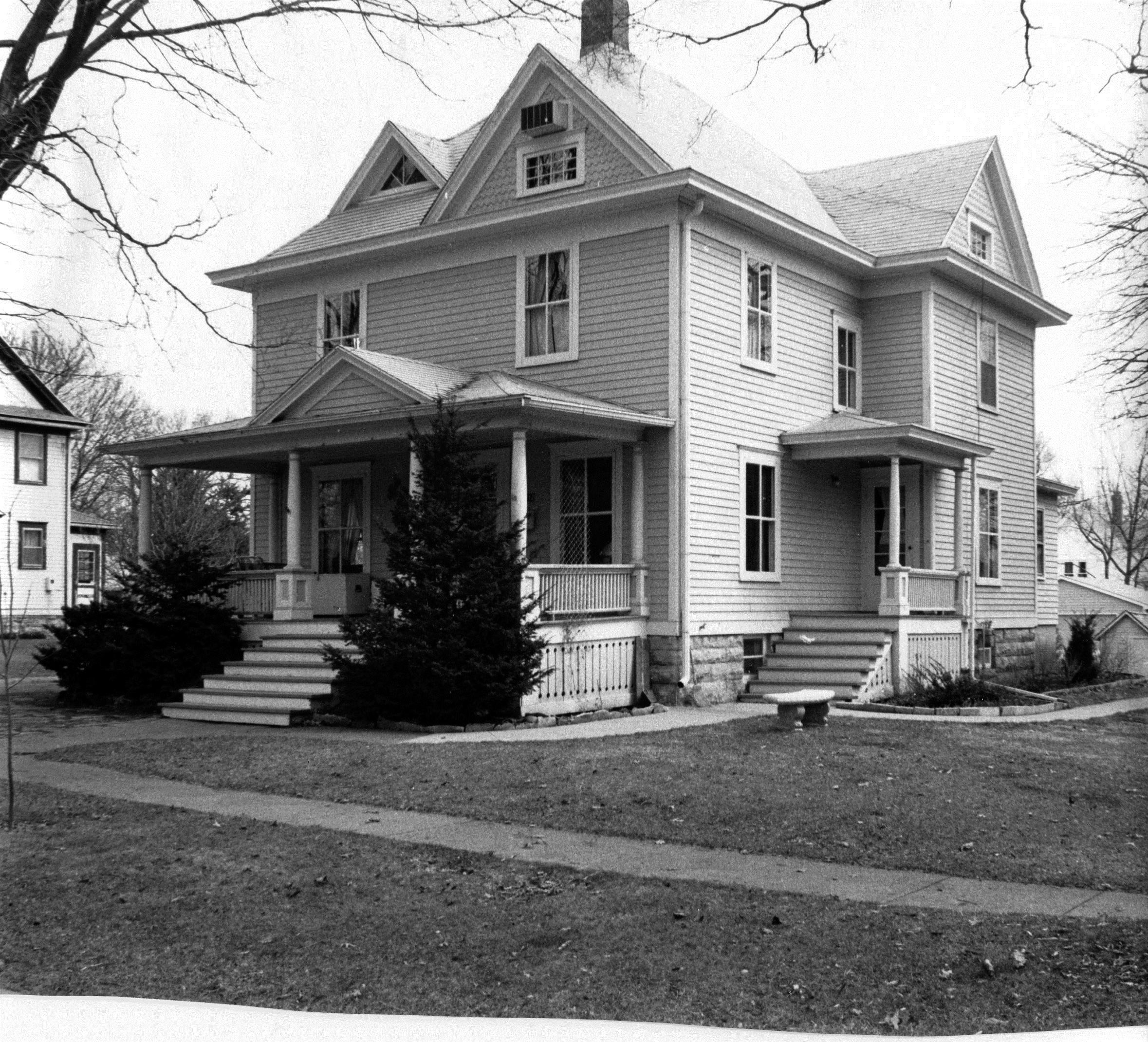 Description Photograph of 712 6th Ave. N. This house is a key structure in the Ash Park District.