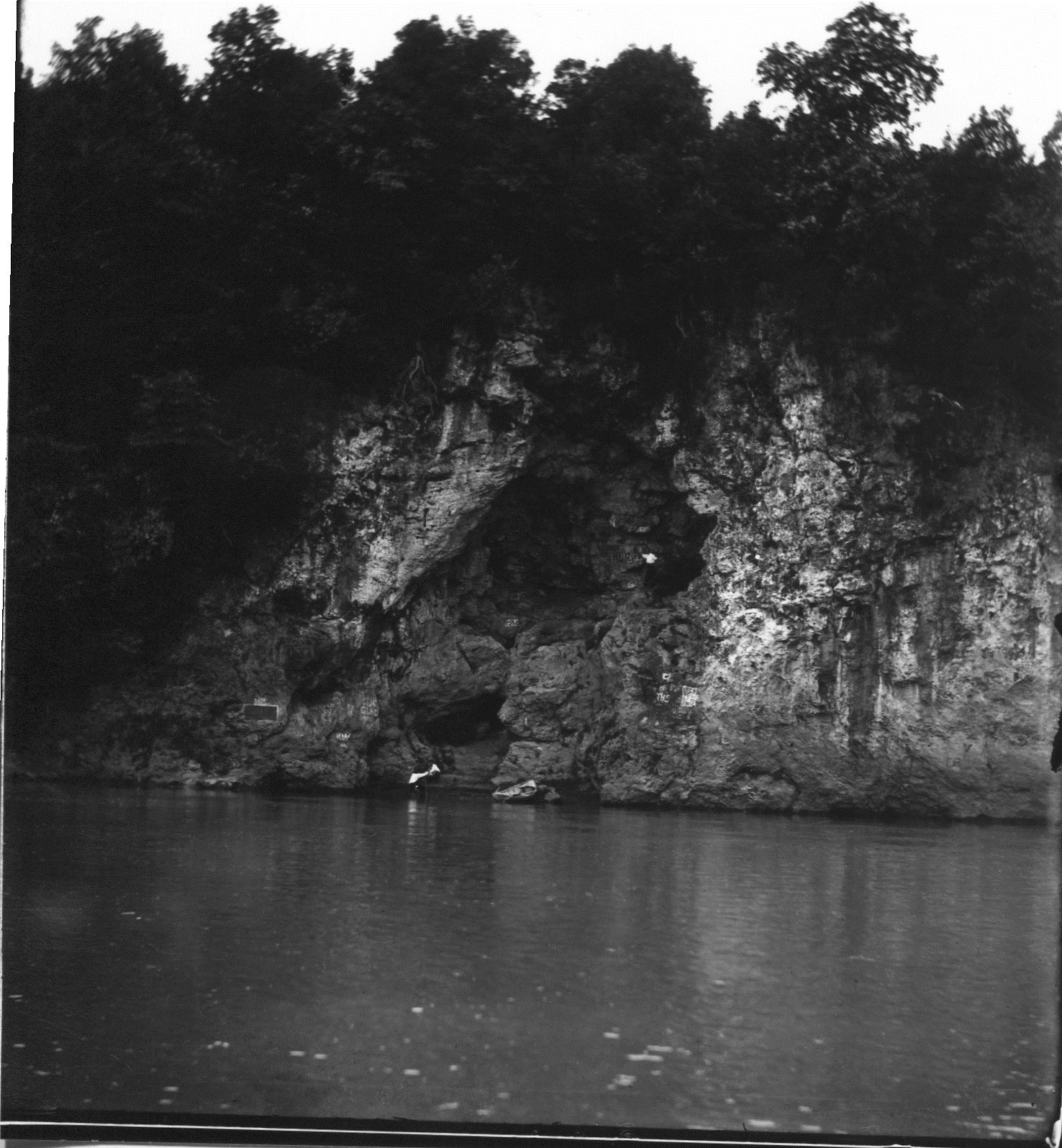 photo of Palisades cave Date @1910