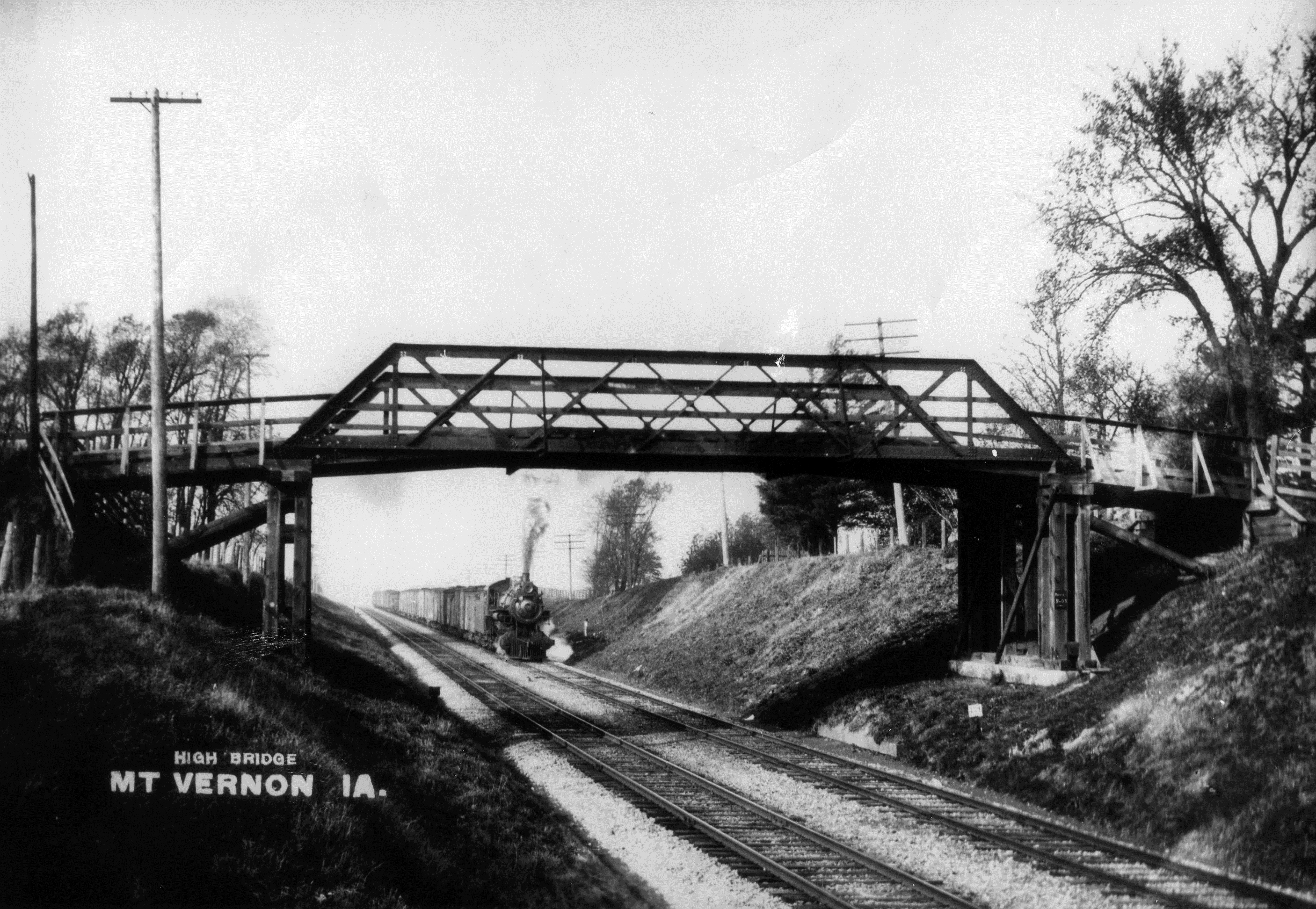 photo of Lincoln Highway over Chicago Northwestern Railroad