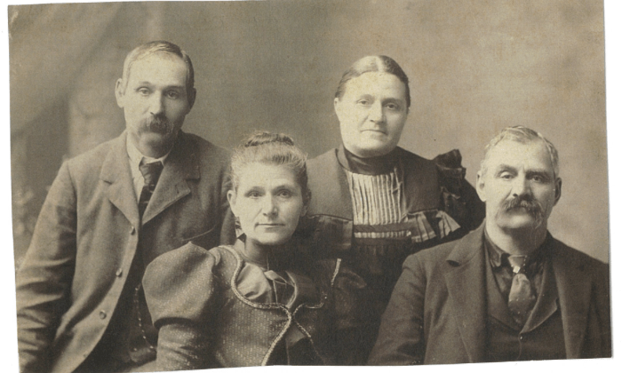 Photo of Mary Yount Shantz with her brothers and sister