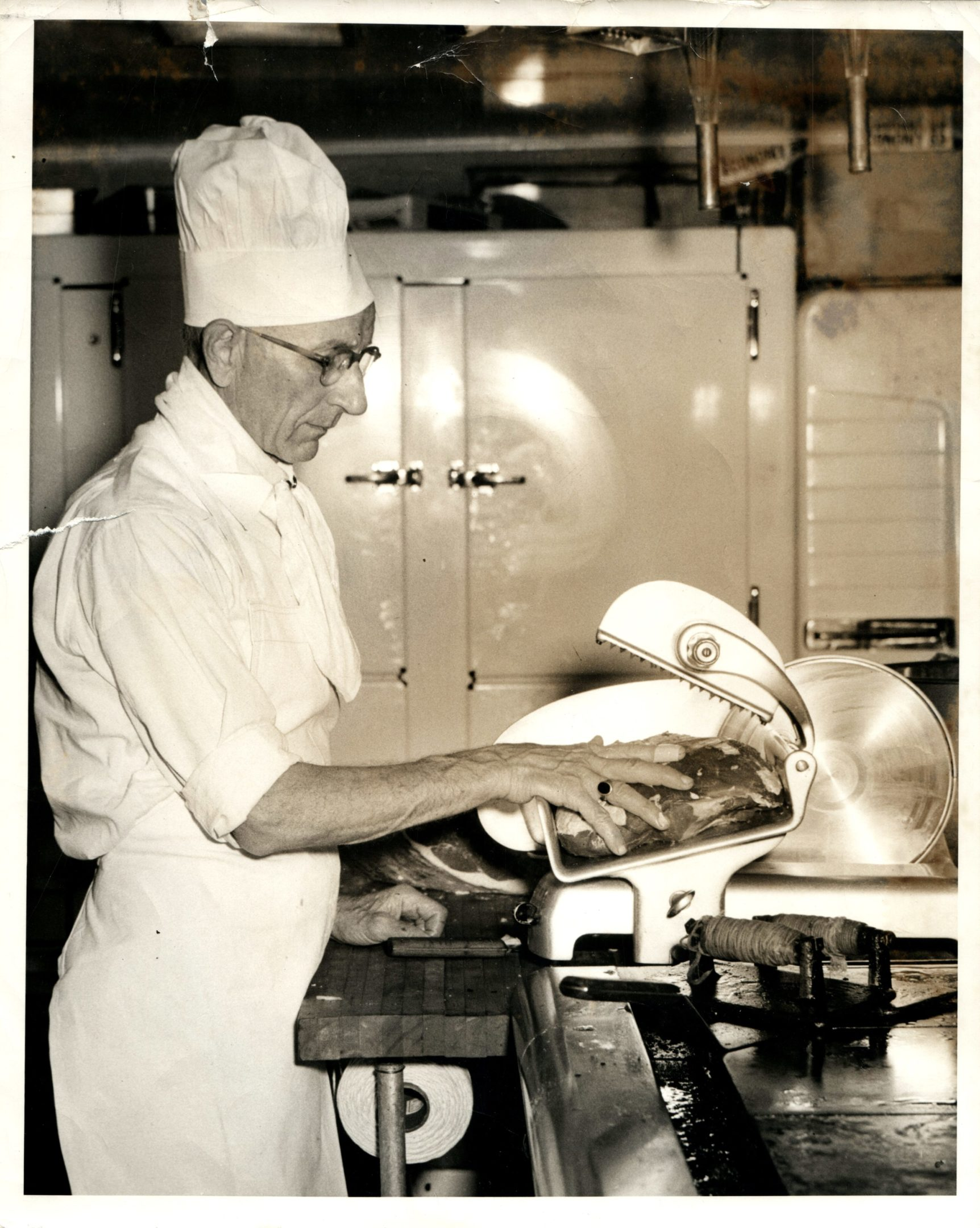 Photo of Roy Johnson slicing meat at The Holiday House