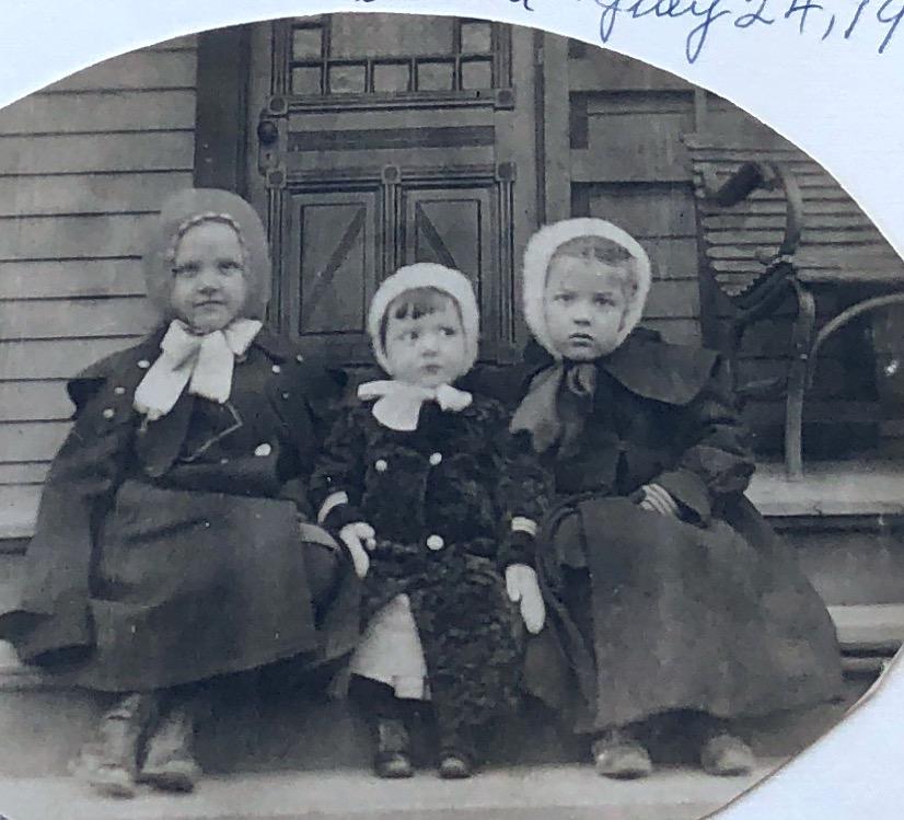 Photo of Alta, Myron, & Dorothy Neff 1906